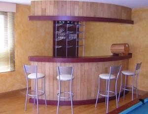 Aménagement en bois pour bar - Devis sur Techni-Contact.com - 4