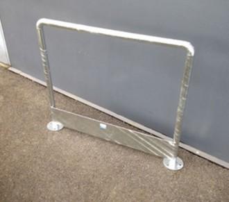 Arceau de sécurité avec plinthe galvanisé - Devis sur Techni-Contact.com - 1