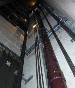 Ascenseur hydraulique capacité de charge 1000 kg norme PMR - Devis sur Techni-Contact.com - 1