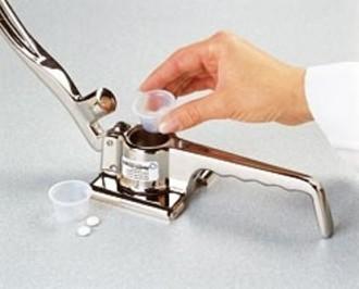 Broyeur de comprimés métallique 216 x 89 - Devis sur Techni-Contact.com - 1
