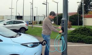 Borne de recharge véhicule sur lampadaire - Devis sur Techni-Contact.com - 2