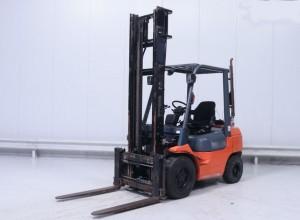 Chariot élévateur d'occasion gaz Toyota 3000 kg - Devis sur Techni-Contact.com - 1