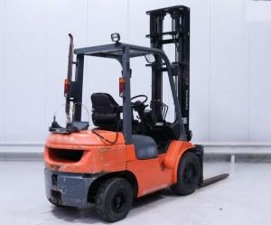 Chariot élévateur d'occasion gaz Toyota 3000 kg - Devis sur Techni-Contact.com - 2