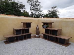 Columbarium en forme de colonnes avec jardin du souvenir - Devis sur Techni-Contact.com - 2