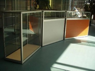 Comptoir d'exposition en verre et aluminium - Devis sur Techni-Contact.com - 1