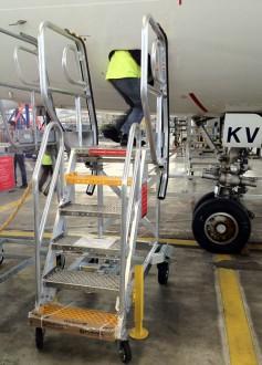 Escabeau de piste technique d'aviation - Devis sur Techni-Contact.com - 1