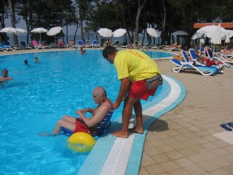 Fauteuil roulant d'accès au bassin piscine - Devis sur Techni-Contact.com - 1