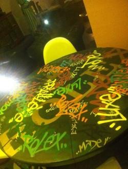 Graffiti sur table - Devis sur Techni-Contact.com - 3