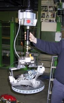 Manipulateur ensemble roue (demi-essieu + moyeu + disque de frein) - Devis sur Techni-Contact.com - 1