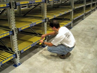 Montage étiquettes signalétique entrepôt - Devis sur Techni-Contact.com - 2