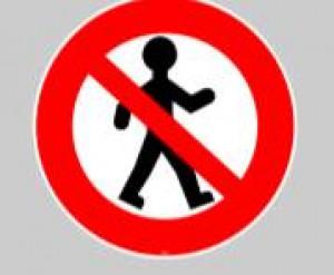 Panneau au sol adhésif interdit piéton  - Devis sur Techni-Contact.com - 1