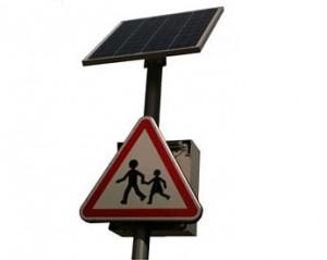Panneau solaire à Led pour signalisation routière - Devis sur Techni-Contact.com - 1