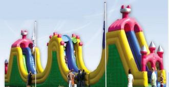 Parcours d'obstacle gonflables style château - Devis sur Techni-Contact.com - 1