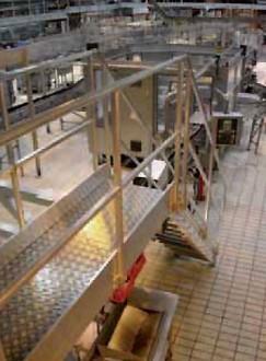 Passerelle et escaliers sur chaîne d'emboutissage - Devis sur Techni-Contact.com - 3