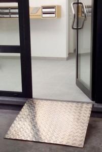 Rampe pour accès trottoir PMR en aluminium - Devis sur Techni-Contact.com - 1