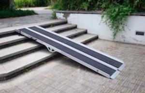 Rampe pour accès PMR pliable et ergonomique - Devis sur Techni-Contact.com - 1