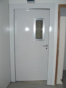 Rénovation peinture porte issue de secours - Devis sur Techni-Contact.com - 1