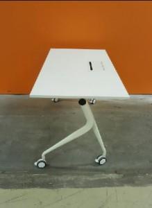 Table pliante à roulette blanche - Devis sur Techni-Contact.com - 2
