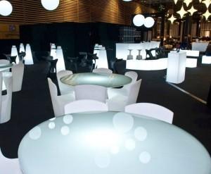 Table lumineuse pour 6 à 8 personnes - Devis sur Techni-Contact.com - 2