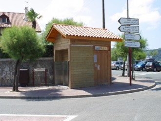 Toilette public avec 3 urinoirs - Devis sur Techni-Contact.com - 1
