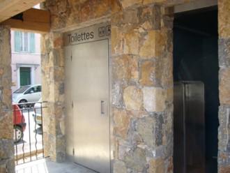 Toilettes interieur largeur 2.30 m plus urinoir - Devis sur Techni-Contact.com - 1