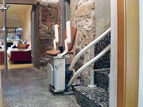 Chaise monte escalier pour handicapé outil de déplacement pour