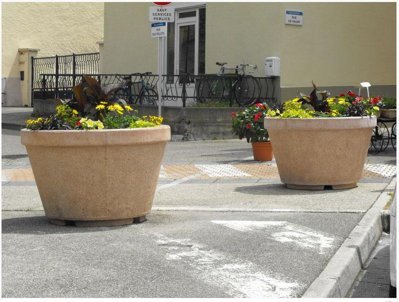 Photo jardiniere exterieure trendy excellent les for Amenagement jardiniere exterieure