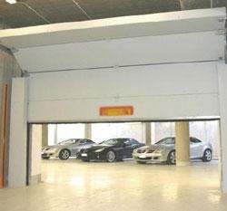 U tr s performant tout type de construction industrie for Porte de garage camping car