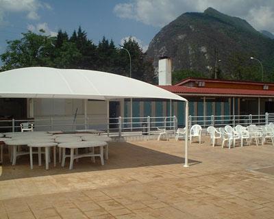 Abri terrasse de restaurant protection des selfs - Bache terrasse restaurant ...