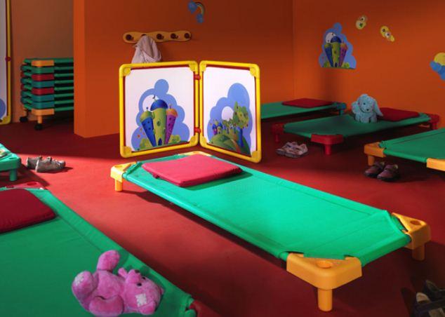 ce mobilier enfant est empilable ce qui permet un gain de place. Black Bedroom Furniture Sets. Home Design Ideas
